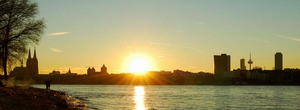 Panorama von Köln mit Sonnenuntergang